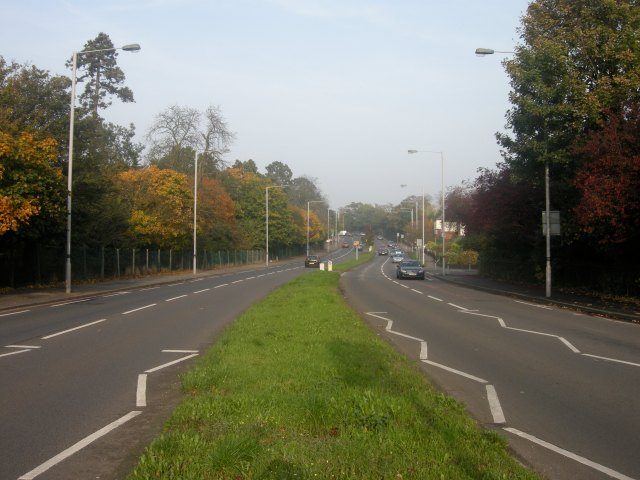A very wide road. And two lanes for motor traffic are going. Is a shared bus lane and a poor cycle lane really the best we can do?