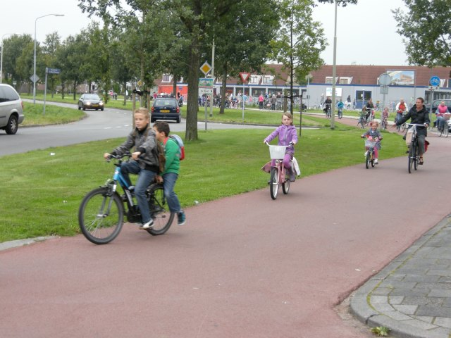 Dutch schoolchildren being active without realising it. Not sport.