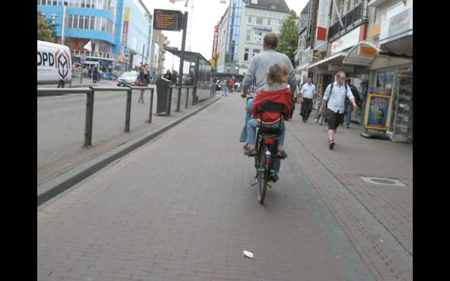 Potterstraat, Utrecht. A bus stop is passed in complete comfort.