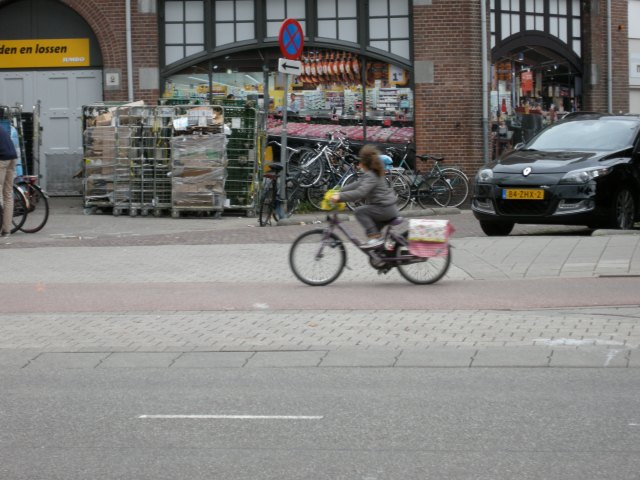 Young girl on Biltstraat cycle track