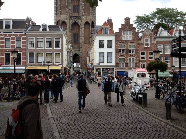 It is still possible to drive around the centre of Utrecht for access, but motor traffic has been largely eliminated here. It has not always been this way.