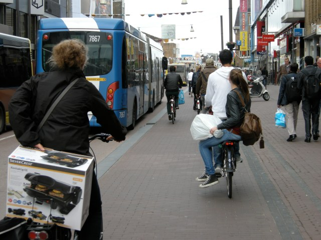 Potterstraat - a bus- and cycle-only main road