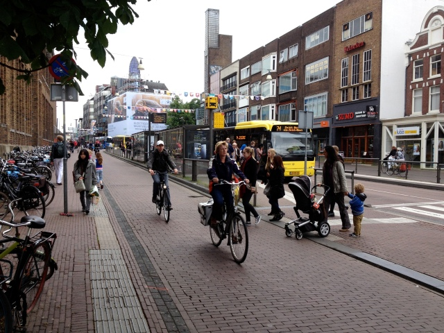 Crossing a busy road, Dutch-style