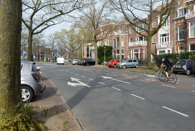 A three-lane, one-way road, with no contraflow for cycling, and only a 'feeder' cycle lane in the middle of the road
