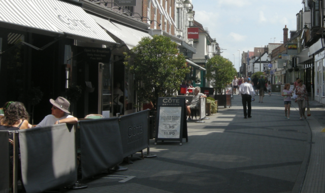 East Street today. People eating and drinking, on the street.