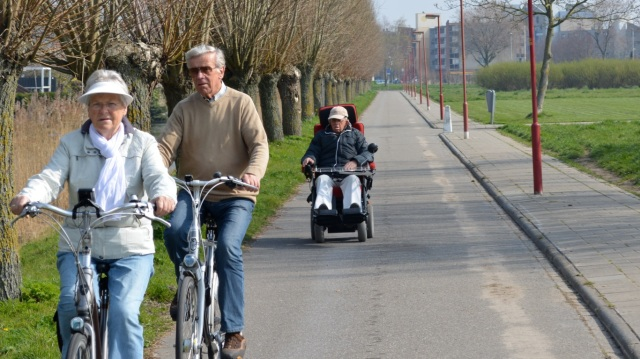 Independent mobility, on a cycle track in Zoetermeer