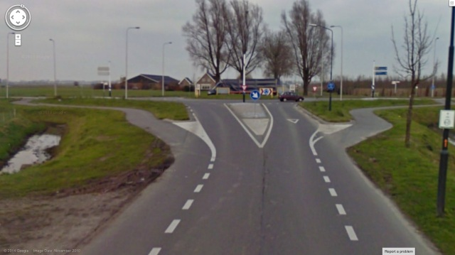 Roundabout in Genderen, showing transition from on-carriageway lanes, to physical protection at the roundabout