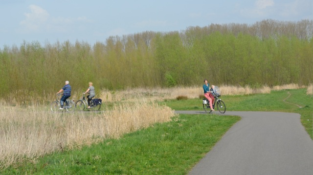 A Dutch path in a rural location. A smooth, well-drained surface means it is suitable for use by anyone, in ordinary clothes.
