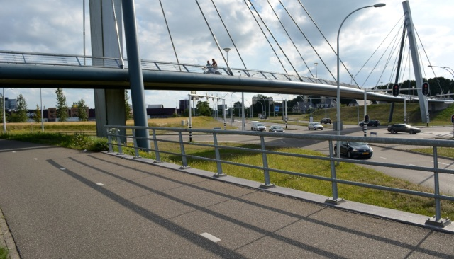 Major junction to the north of Zwolle. Cycle traffic has the direct route into the new development, on the bridge. You will not go anywhere near this road.