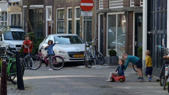 The children are able to play safely in this residential street in Gouda not because of any 'shared space' or similar treatment, but because this is not a through-route for motor traffic.
