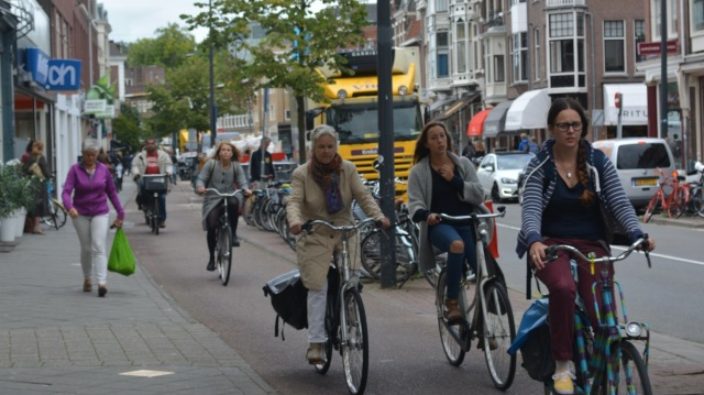 Typical cycling scene, Nachtegaalstraat, 12:30pm. Children are in school at this time.
