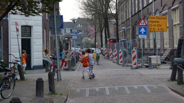 One of the streets in this cell, Badstraat. You can see some of the one-way/no entry signs for motor traffic here, with exemptions for cycles
