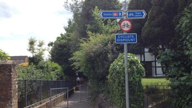 The cycling route as it passes under the railway line. Give up and walk here.