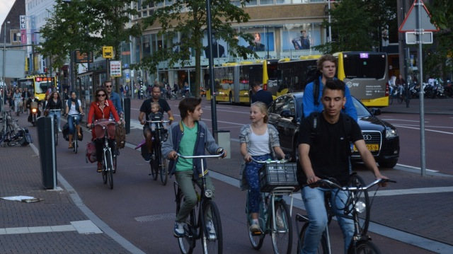 Buses separated from cycling in Utrecht. Running buses in the same space