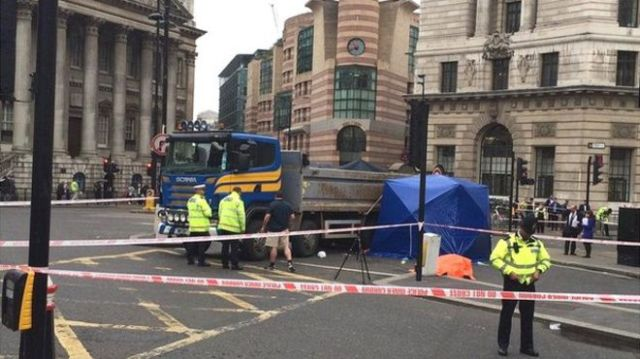 Sideguards in action - the HGV that killed YIng Tao at Bank junction last year