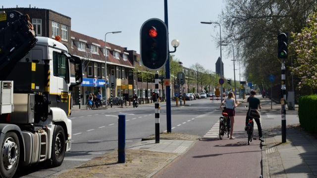 A Utrecht main road, where people cycling are insulated from lorry danger