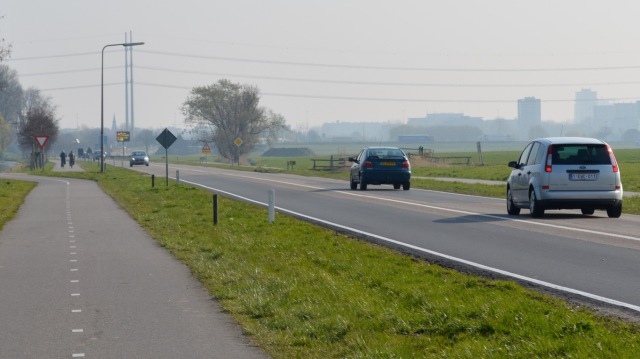 All Dutch roads of this type have a continuous solid line, forbidding overtaking, and an equalised 80kph speed limit