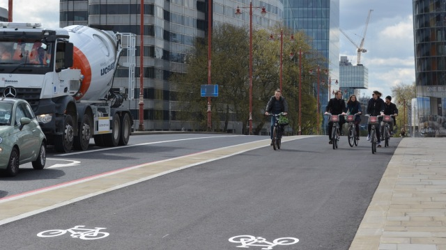 The 4m wide cycleway on Blackfriars Bridge